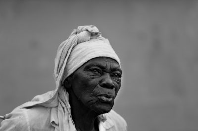 vieille-femme-noire