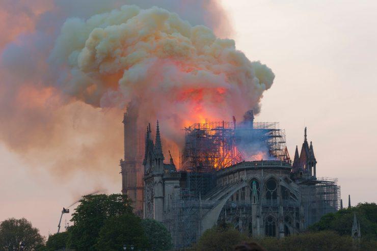 cathedrale-notre-dame-de-paris-dons-critiques-commentaire