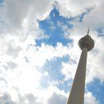 berlin-fernsehturm-tour-television-allemagne-ciel