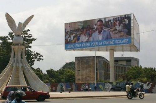 Article : Togo : une affiche «Merci Papa Faure» 2 ?
