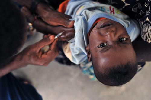 Article : Vacciner les enfants contre la polio : un casse-tête insoluble et mortel
